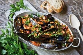Mustiga musslor med ajvar och fläsk