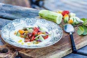 Yoghurtskål med krispiga grönsaker