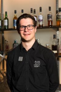 Tobias Duvenäs, servitör.