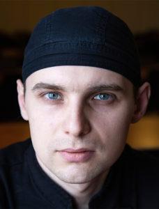 Restaurangbiträdet Stas Shyrin är asylsökande från Ukraina.