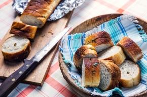 Partybaguette med vitlöks- och sardellröra