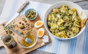 Matig potatissallad med ägg och andra godsaker