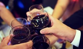 Stopp för alkohol på krogen efter klockan 22