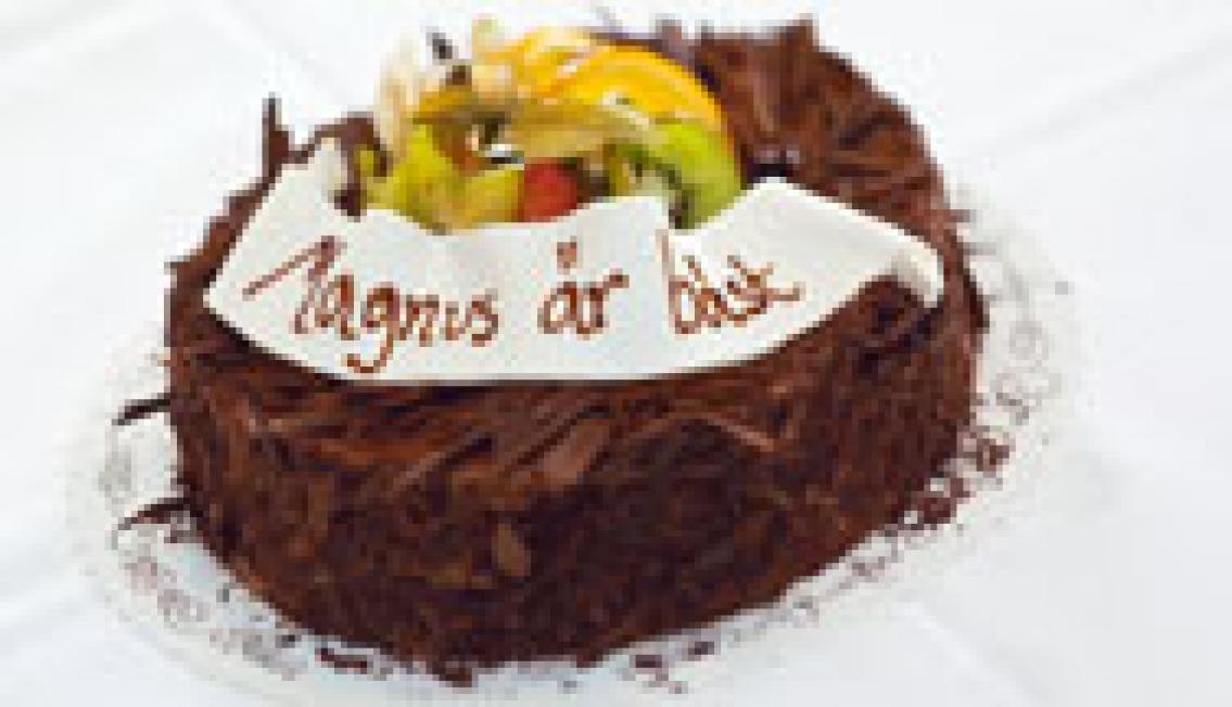 Magnus och Alexandra fick Hotellrevyns första tårtor!