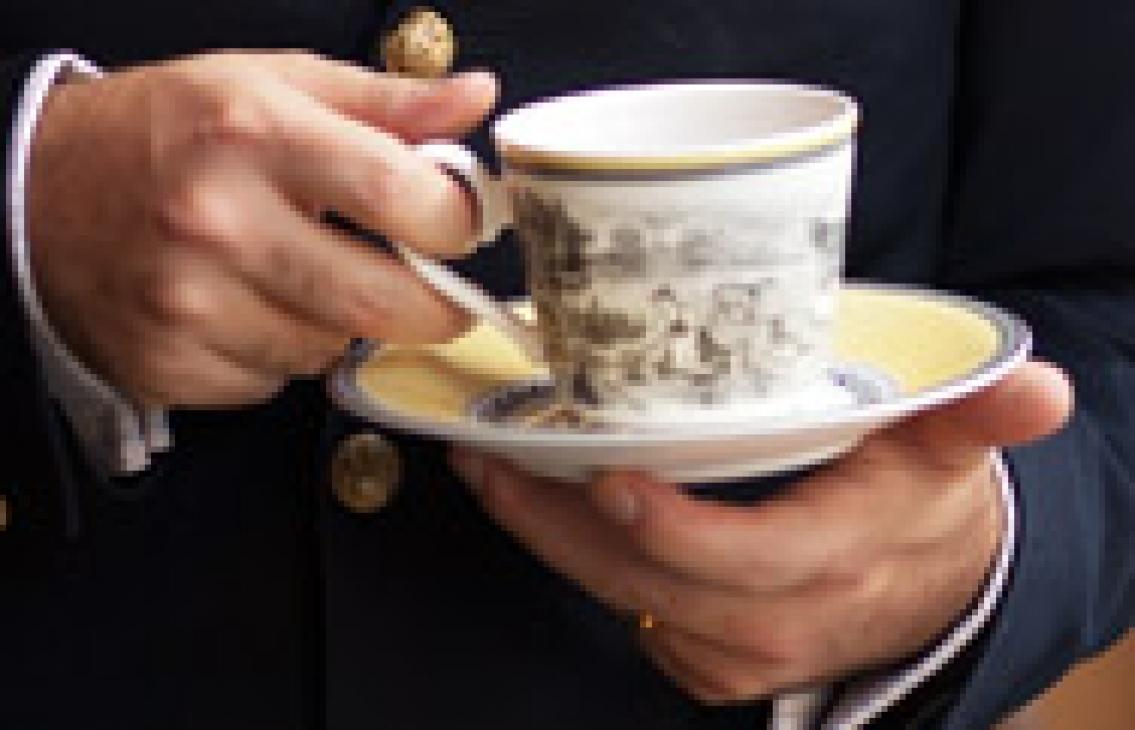 Sommelieren som hyllar te